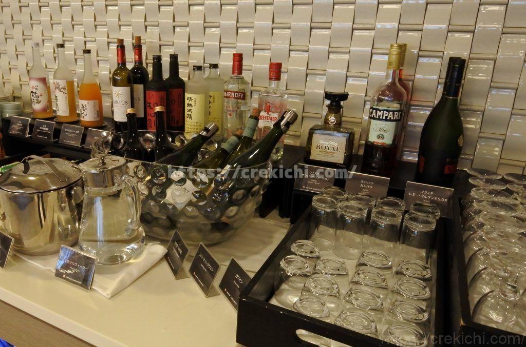 サクララウンジで提供される豊富なアルコール
