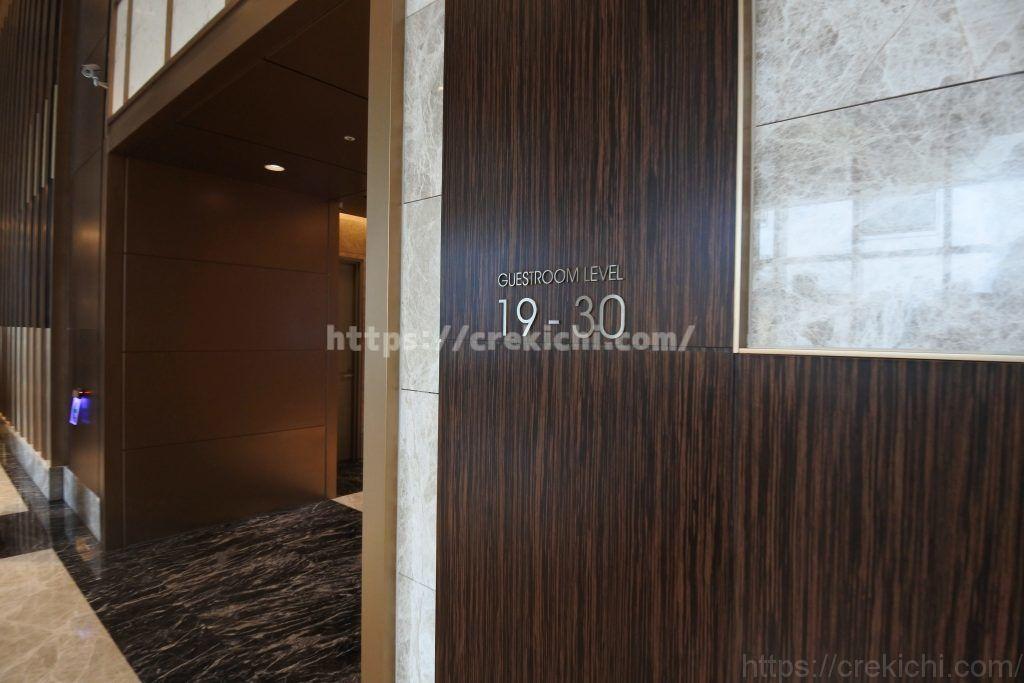 高層階行きエレベーター