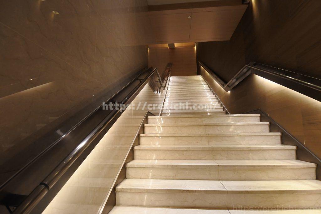 チャイナエアラインラウンジの階段