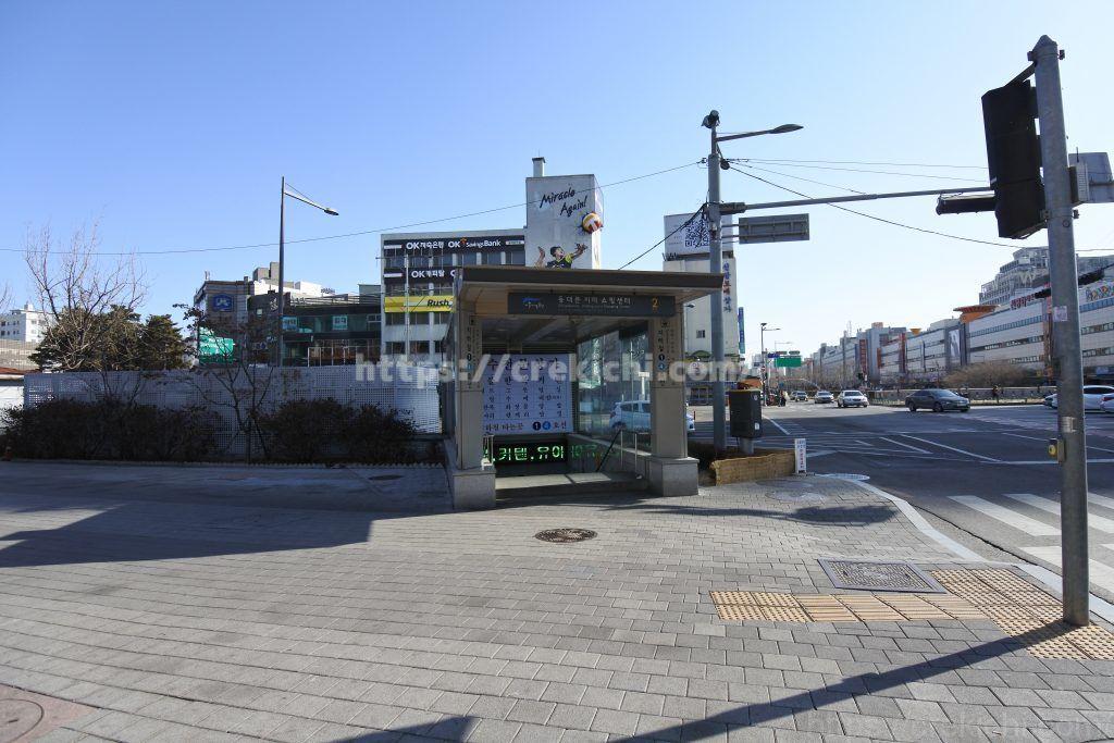 ホテル目の前の地下鉄入り口